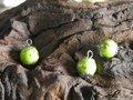 Kraal-met-2-kapjes-10x10mm-groen-zilverkleur